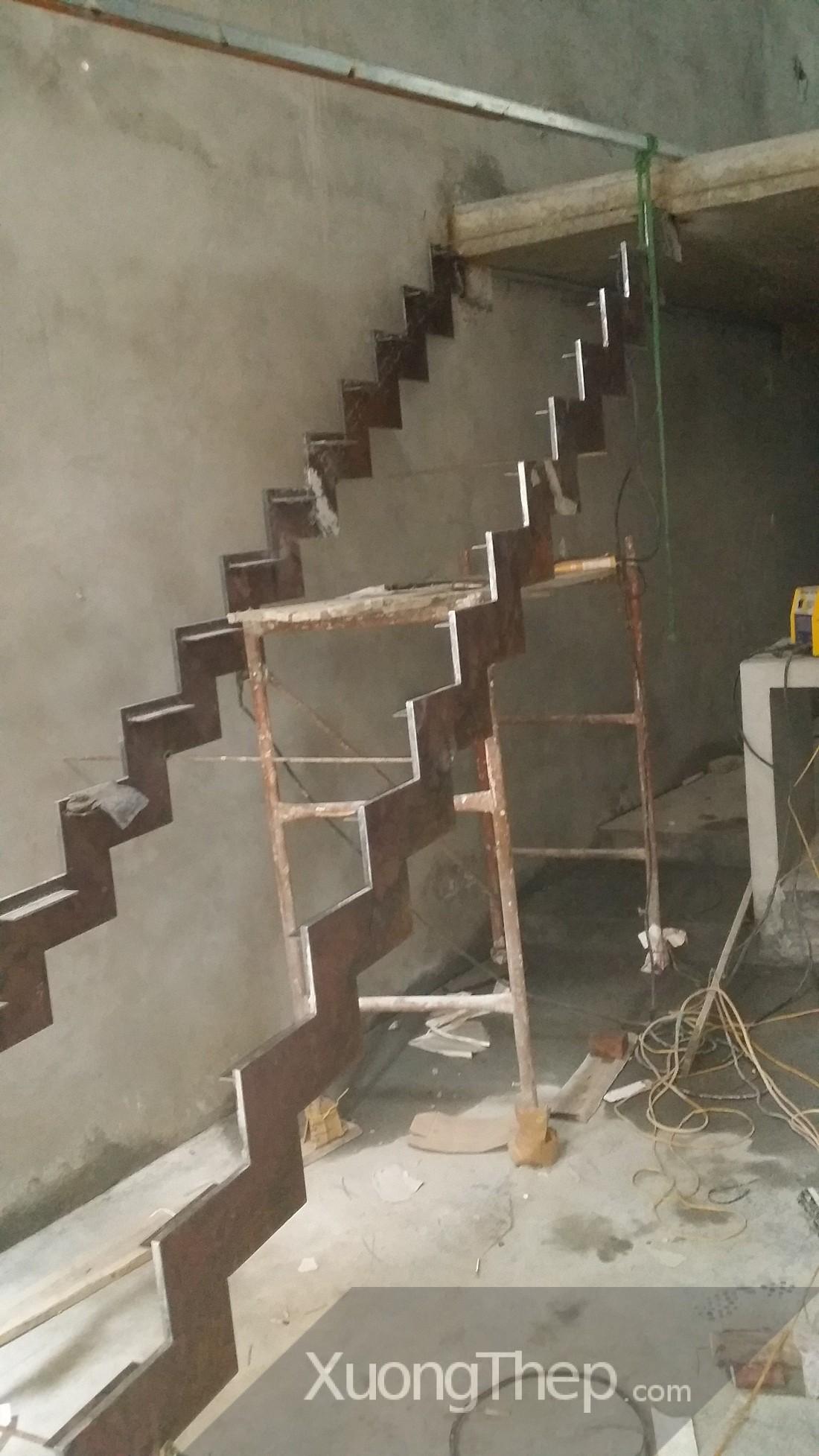 thi công cầu thang thép bản tại hào nam.