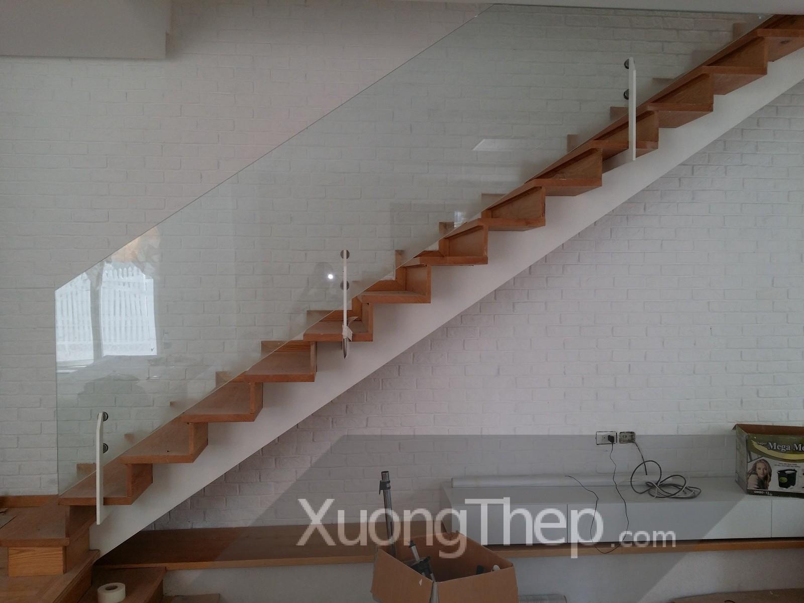 thi công lan can kính đẹp cho cầu thang.