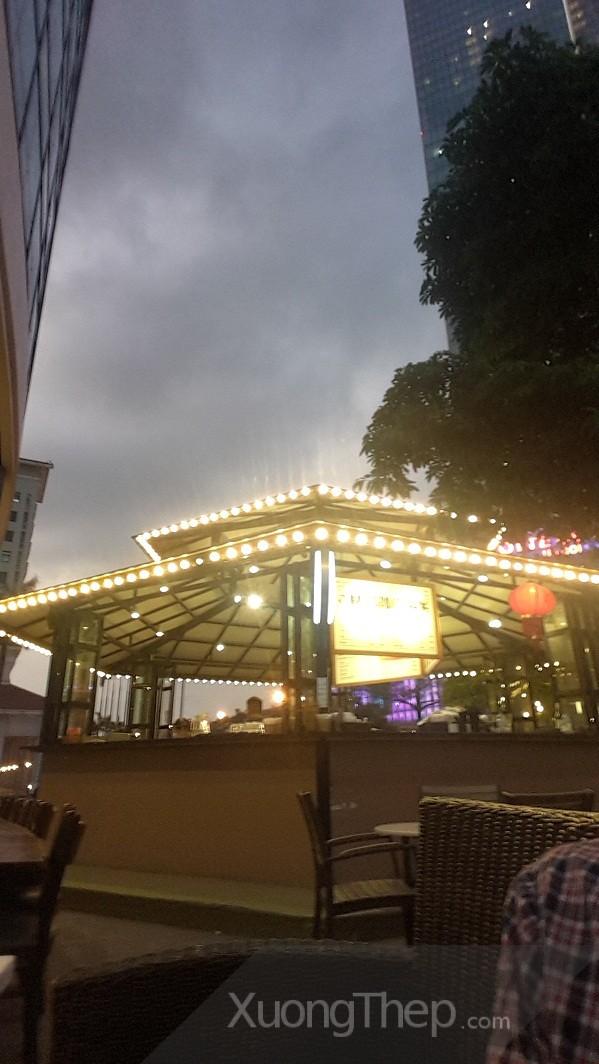 """""""Chiếc ô"""" khổng lồ tỏa sáng lung linh giữa bầu trời Thủ đô"""