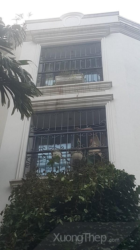 Những khung cửa sổ đậm chất nghệ thuật từ sắt thép và inox