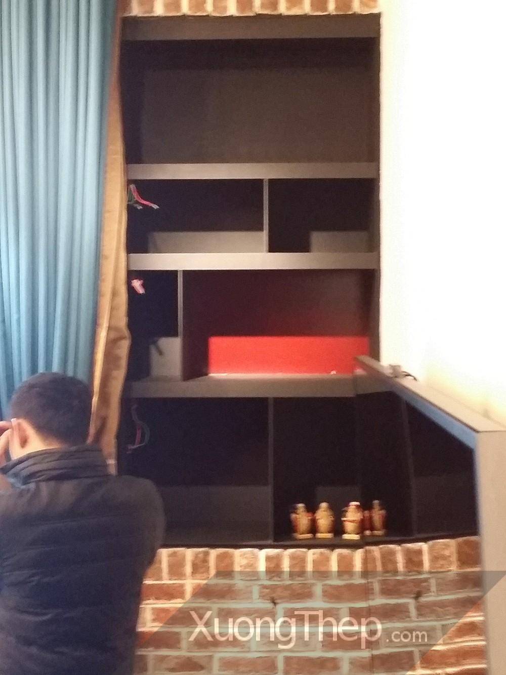 lắp đặt tủ tường bằng thép hộp.