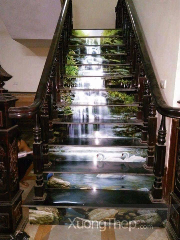 thiết kế thi công tranh kính đẹp cho cầu thang.