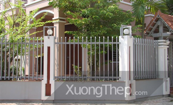 thi-cong-hang-rao-sat-dep-2